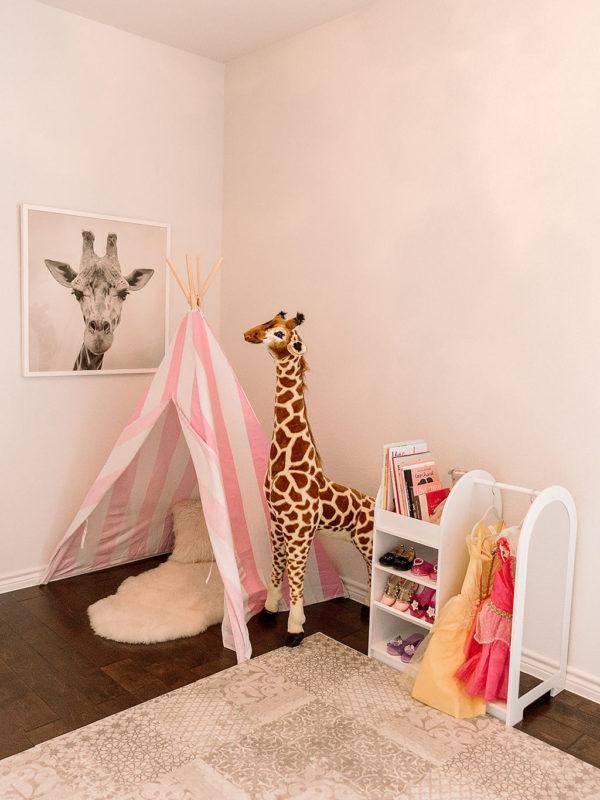 Maxi's Playroom, Part 1